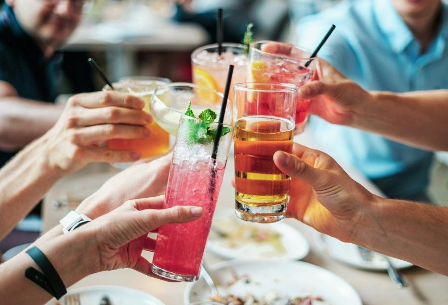 What are the tips to arrange the perfect party?