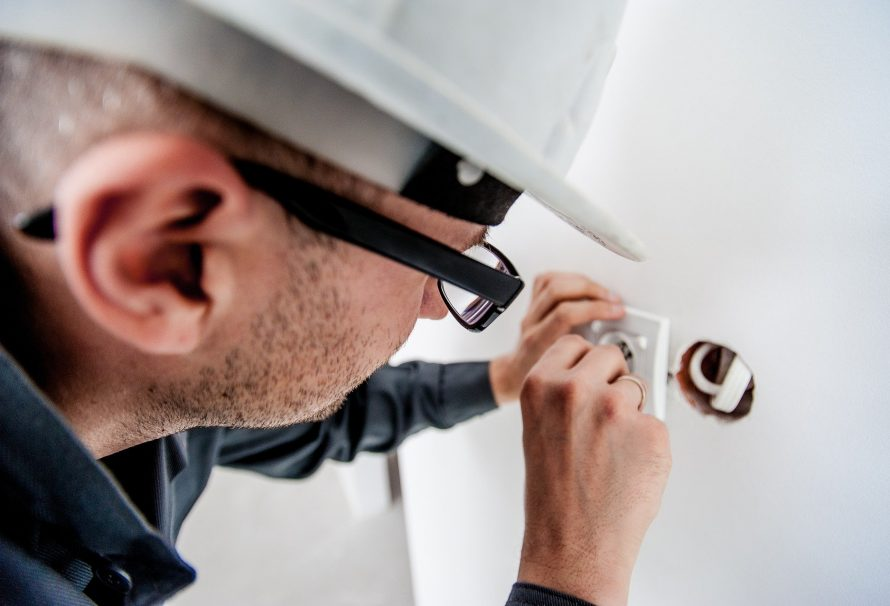What are the benefits of hiring a professional electrician?